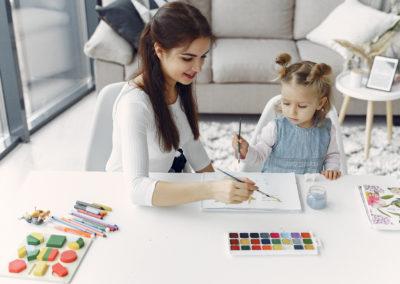 Auxiliar de atención y cuidado en la infancia